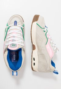Globe - CT-IV CLASSIC - Skate shoes - silver birch/pink - 1