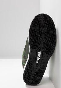 Globe - CT-IV CLASSIC - Skate shoes - green/white - 4