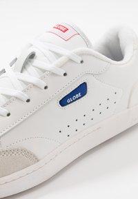 Globe - SYGMA - Trainers - white/blue - 5