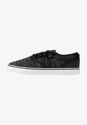 MOTLEY - Skateboardové boty - mottled/black