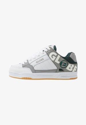 TILT - Skate shoes - white/grey/green