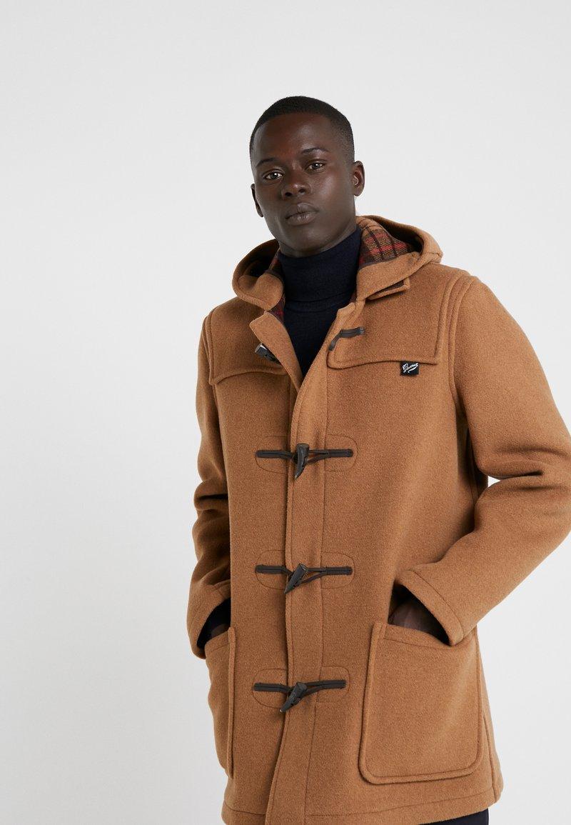 Gloverall - MID LENGTH DUFFLE - Short coat - camel buch