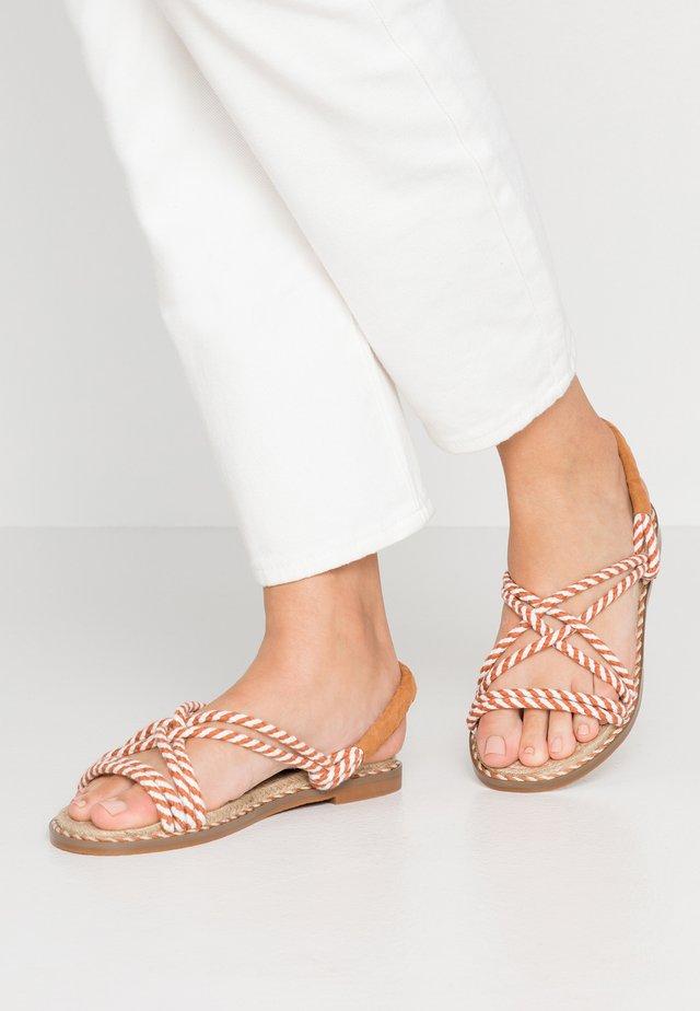 Sandały - tan