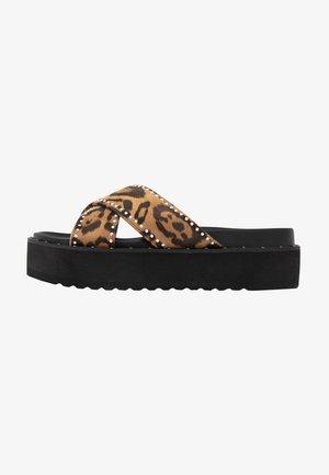 Pantofle na podpatku - brown