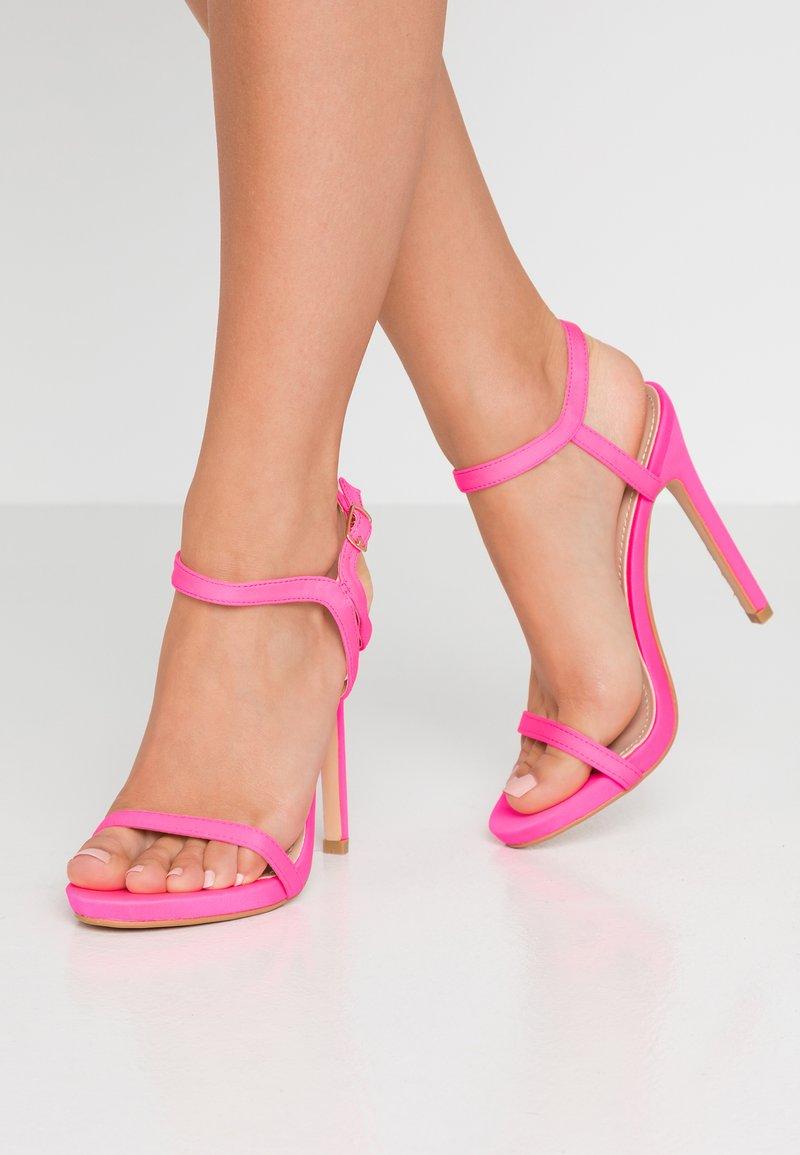 Glamorous - Sandaler med høye hæler - fuschia