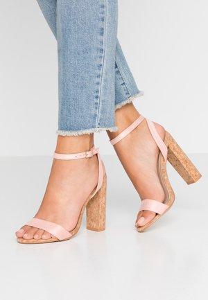 Sandály na vysokém podpatku - blush