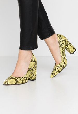 Zapatos altos - yellow