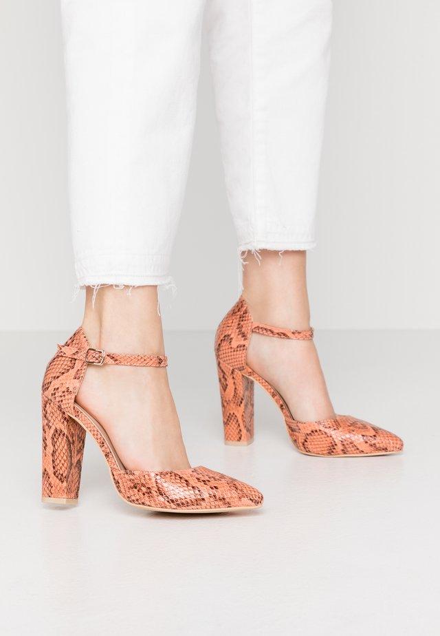 High heels - peach