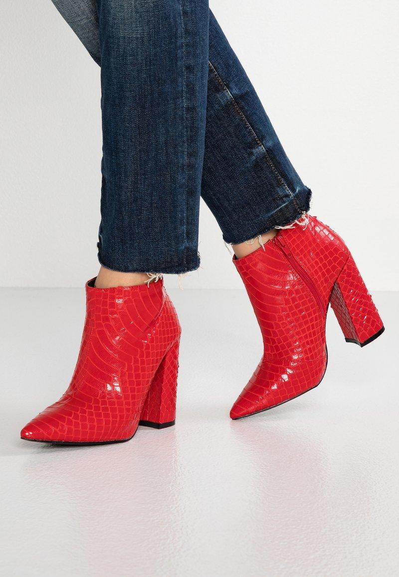 Glamorous - Bottines à talons hauts - red