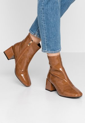 BOB - Classic ankle boots - camel
