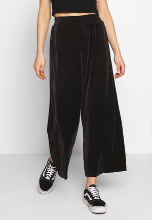 WIDE LEG CUT OFF CULLOTTE PANTS - Kalhoty - black