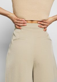 Glamorous - WIDE LEG TROUSERS WITH POCKETS - Bukse - stone - 4
