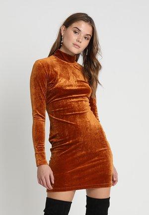 Denní šaty - rust velvet