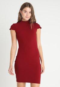 Glamorous - SHORT SLEEVE DRESS - Pouzdrové šaty - burgundy - 2