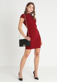 Glamorous - SHORT SLEEVE DRESS - Pouzdrové šaty - burgundy - 1