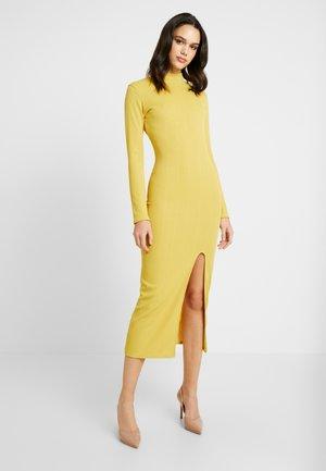 Strikket kjole - mustard