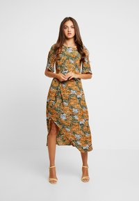 Glamorous - Robe d'été - orange green geometric - 2
