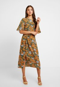 Glamorous - Robe d'été - orange green geometric - 0