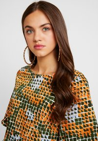 Glamorous - Robe d'été - orange green geometric - 4