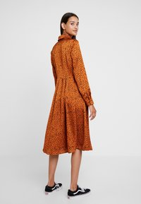 Glamorous - Denní šaty - cognac/black - 2