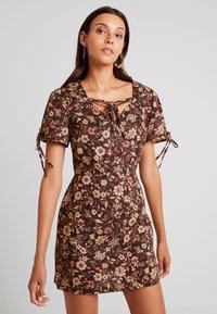 Glamorous - Denní šaty - brown - 0