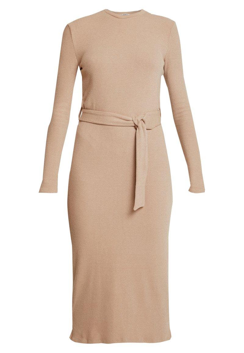 Glamorous - LONG SLEEVE BELTED DRESS - Žerzejové šaty - camel