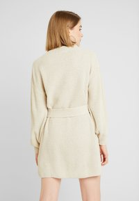Glamorous - Stickad klänning - ecru - 3