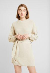 Glamorous - Stickad klänning - ecru - 0