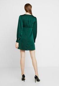Glamorous - BLACK FRIDAY LONG SLEEVE DEEP V NECK DRESS - Denní šaty - dark green - 3