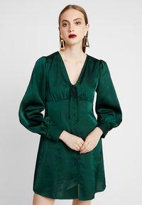Glamorous - BLACK FRIDAY LONG SLEEVE DEEP V NECK DRESS - Denní šaty - dark green - 0