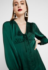 Glamorous - BLACK FRIDAY LONG SLEEVE DEEP V NECK DRESS - Denní šaty - dark green - 5