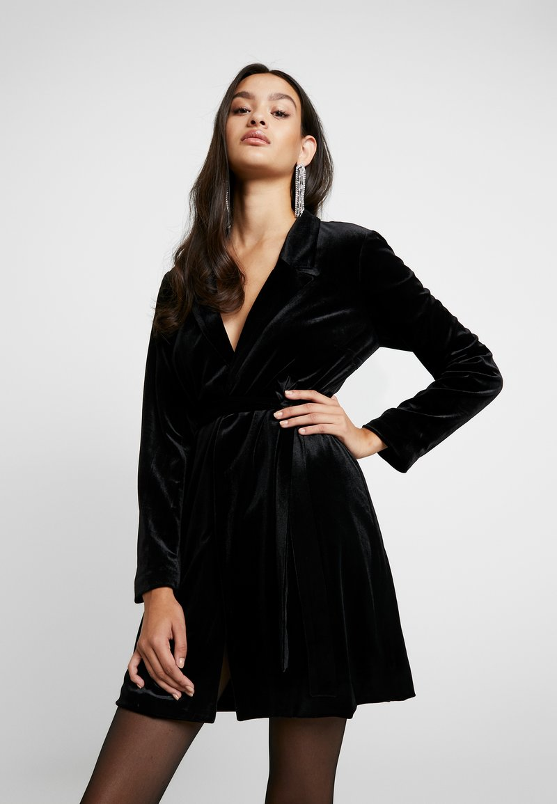 Glamorous - BLACK FRIDAY BLAZER DRESS - Vapaa-ajan mekko - black velvet
