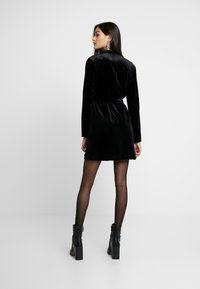 Glamorous - BLACK FRIDAY BLAZER DRESS - Vapaa-ajan mekko - black velvet - 2