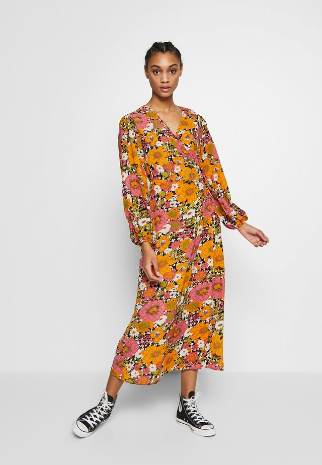 FLORAL LONG SLEEVE WRAP DRESS - Maxi šaty - orange/pink
