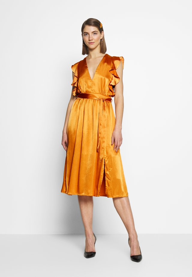 PLUNGE RUFFLE MIDI DRESS - Cocktailjurk - marigold