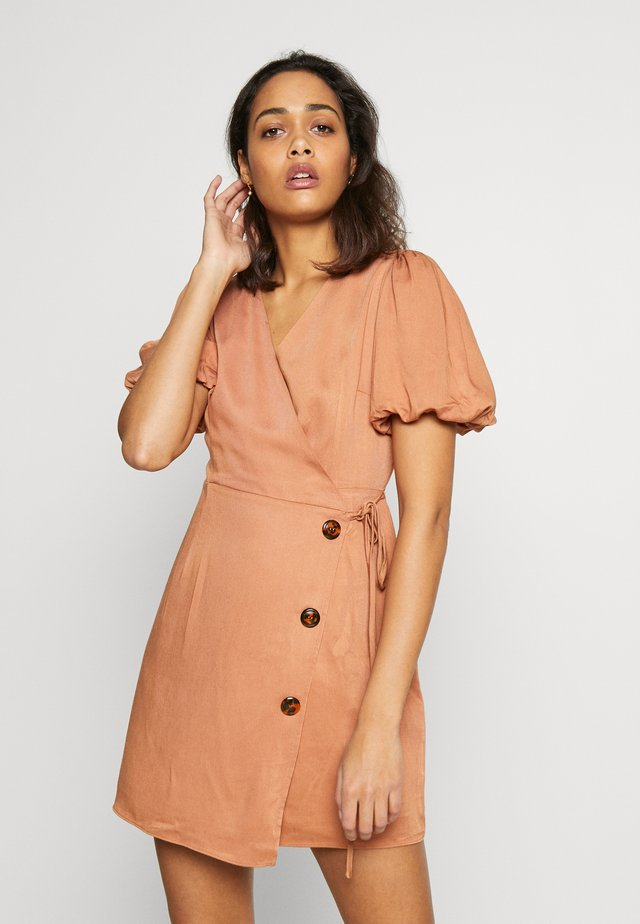 A-LINE SHORT SLEEVE BUTTON TEA DRESS - Hverdagskjoler - sandstone