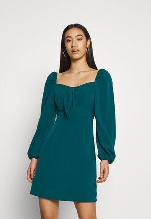 CARE BARDOT DRESS - Kjole - green
