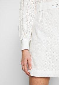 Glamorous - LONG SLEEVE BRODERIE DRESS WITH BELT - Vestido informal - white / black - 3
