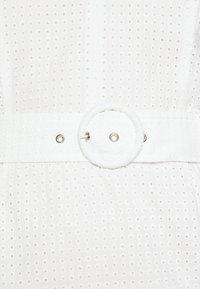 Glamorous - LONG SLEEVE BRODERIE DRESS WITH BELT - Vestido informal - white / black - 5