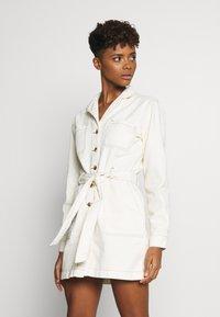 Glamorous - DRESS - Jeanskjole / cowboykjoler - ecru - 0