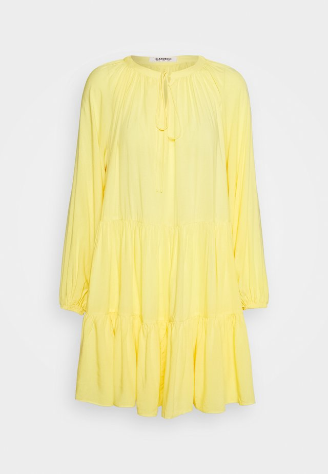 TIERED SMOCK DRESS - Denní šaty - yellow