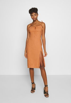 MIDI CAMI DRESS WITH TIE - Denní šaty - apricot
