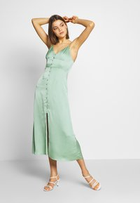 Glamorous - SATIN BUTTON FRONT MIDI DRESS - Sukienka letnia - sage green - 1
