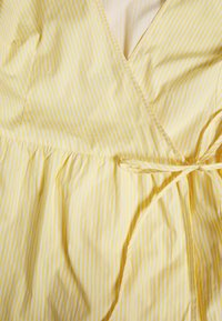 Glamorous - WRAP DRESS - Hverdagskjoler - yellow - 2