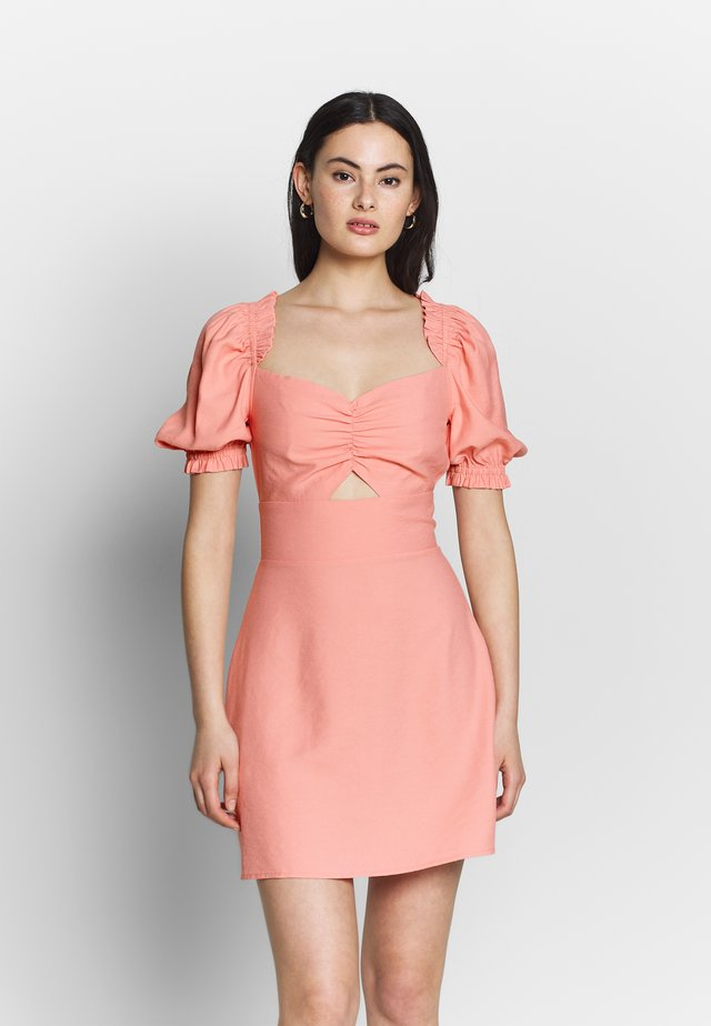 CUT OUT PUFF SLEEVE DRESS - Freizeitkleid - pink