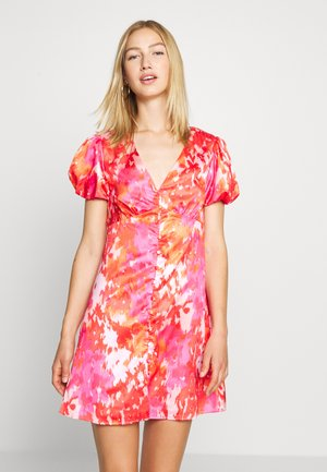 SHORT SLEEVE DRESS WITH BUTTON DETAIL - Day dress - pink