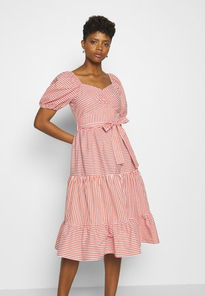 PUFF SLEEVE BELTED TIERED MIDI DRESS - Robe d'été - red
