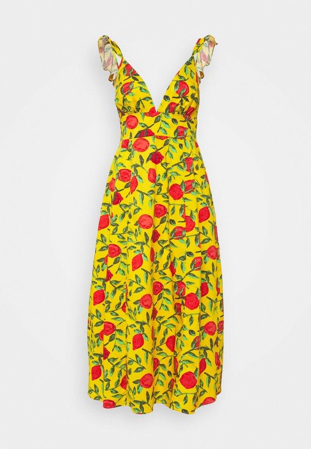 PLUNGE RUFFLE STRAP CAMI MIDI DRESS - Sukienka letnia - yellow/red