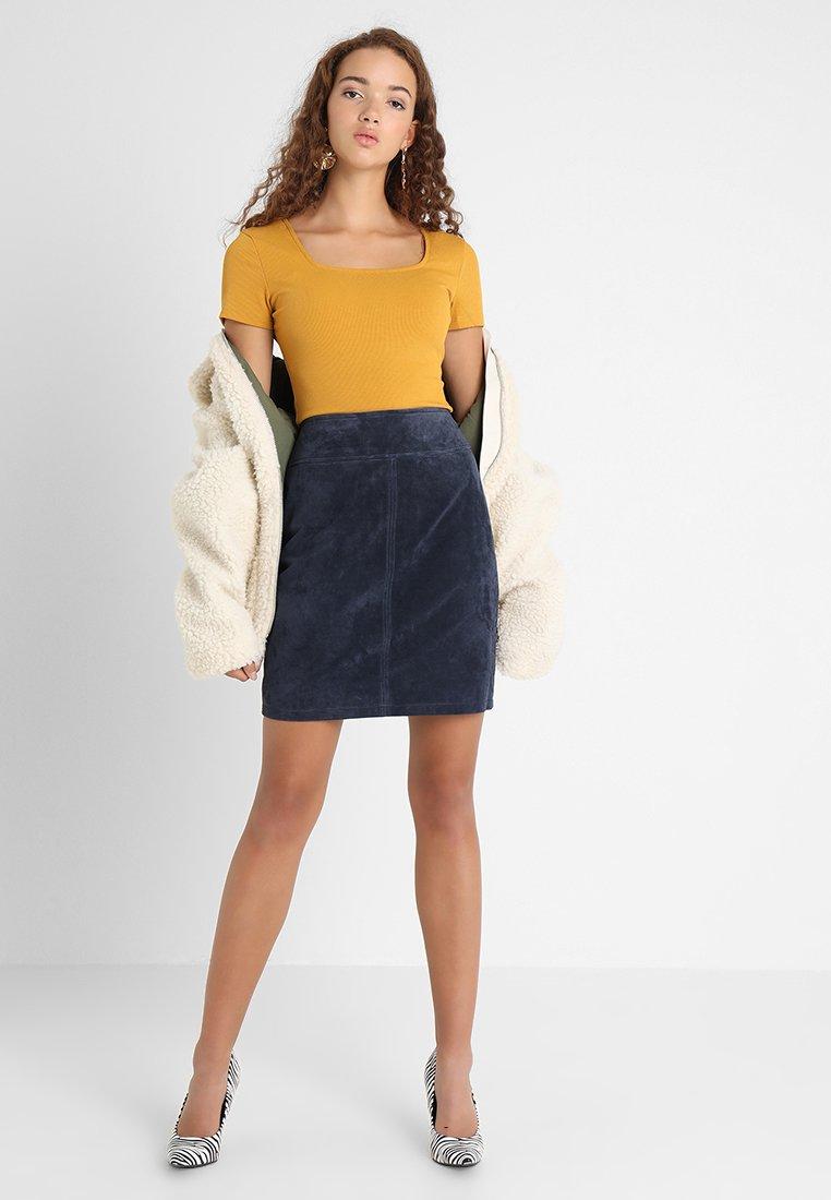Glamorous - 2 PACK SQUARE NECK BODY  - T-Shirt basic - white/yellow