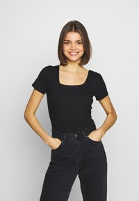 Glamorous - 2 PACK SQUARE NECK BODY  - T-Shirt basic - black / red - 4